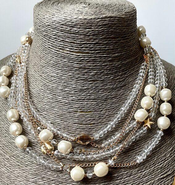 Kaklarota ar baltām pērlēm un stiklu