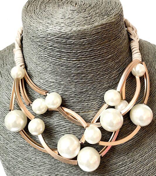 Kaklarota ar baltām pērlēm